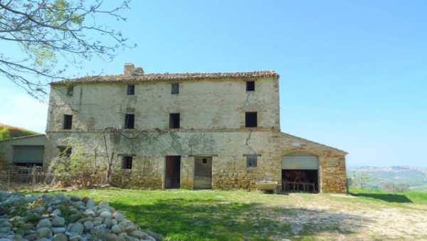 Farmhouse for sale in Le Marche Italy in Monterubbiano