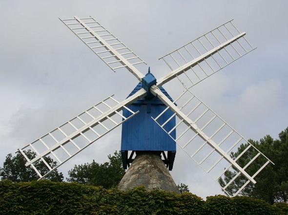 Moulin de la Lande ou moulin Bleu - de face - Bourgueil