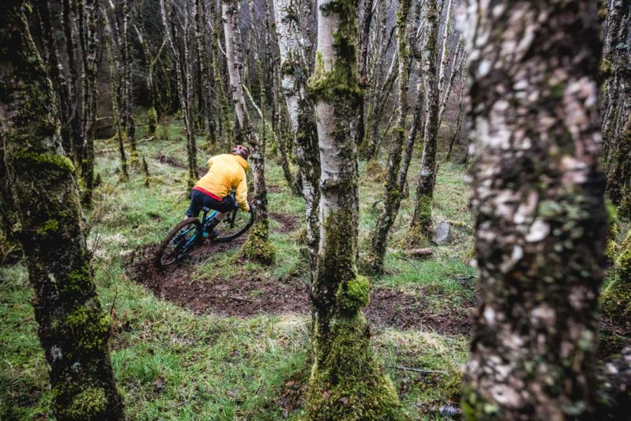 H+I Guide Mark Clark in the woods of Torlundy, Fort William. Part of our mountain biking tips blog.