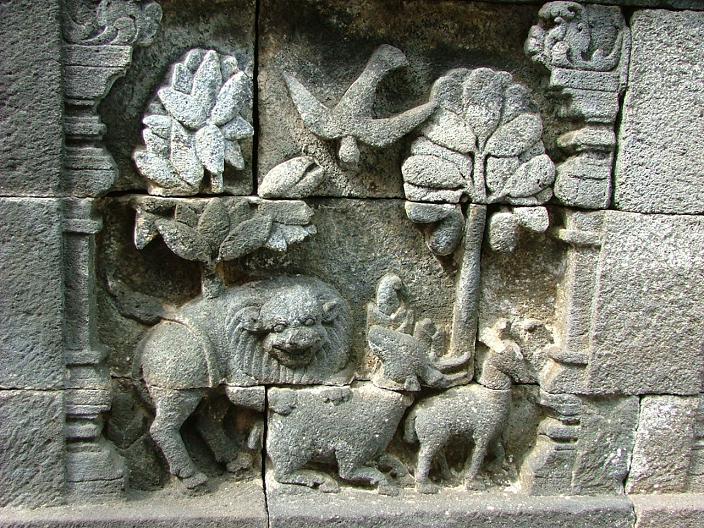 Relief Cerita Binatang di Borobudur (www.mountainelm.com)