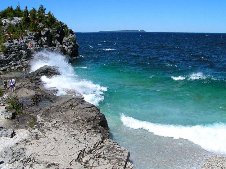 Bruce Peninsula National Park,looking toward Bear's Rump Island. Photo by Tango 7174.