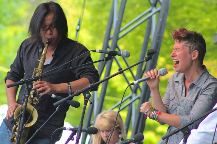 Coco Love Alcorn and Jon Wong get dirty during the Sunday mroning Gospel show at the Summerfolk Festival in Owen Sound, On. Nelson Phillips photo.