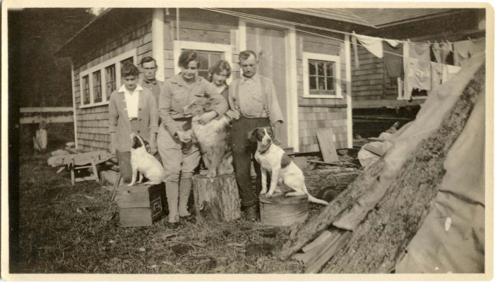 Myrtle Philip, Phil Tapley, Margaret Tapley Esworthy, Jean Tapley & Sewall Tapley (L-R). Dogs Kihi, Skookum & Spot.Photo courtesy Whistler Museum.