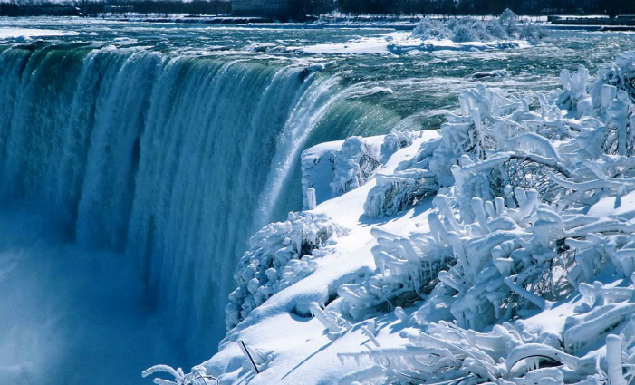 The Falls, Canadian side, 1984. Photo by Siegfried Wessler, via Wikimedia Commons.
