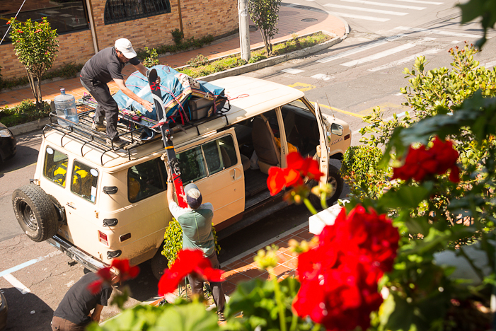 Loading gear in the Quito streets. STEVE OGLE PHOTO.