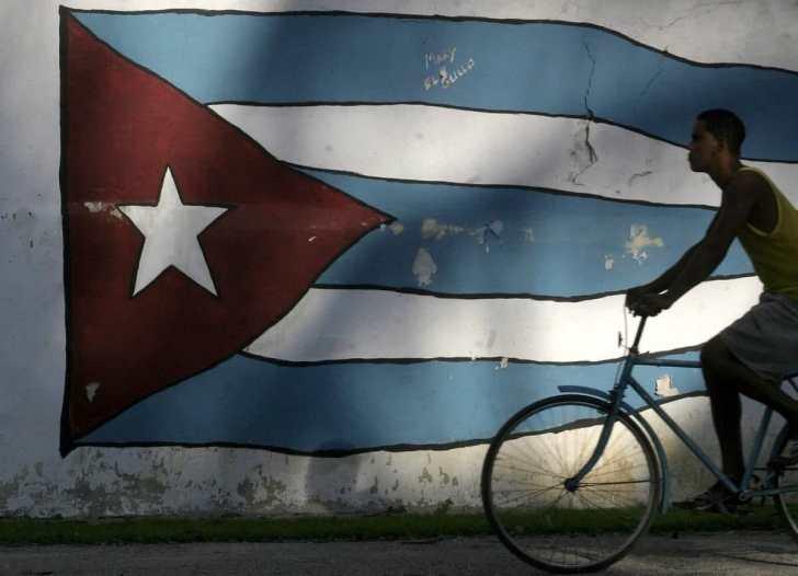 Bike and Cuba's flag together