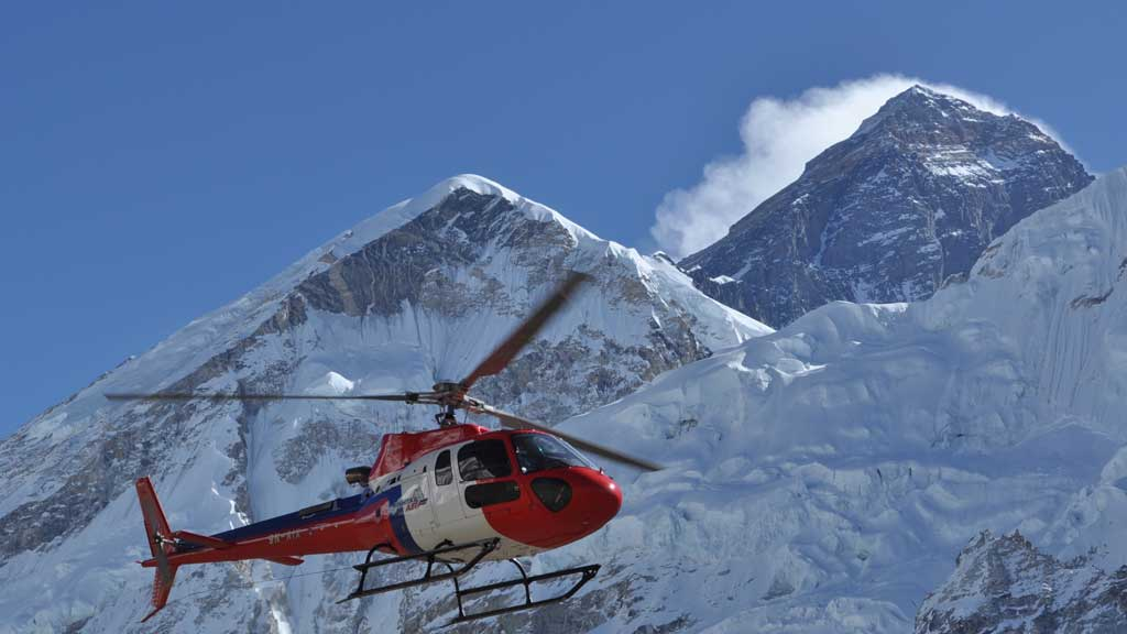 Helicopter tour to EBC