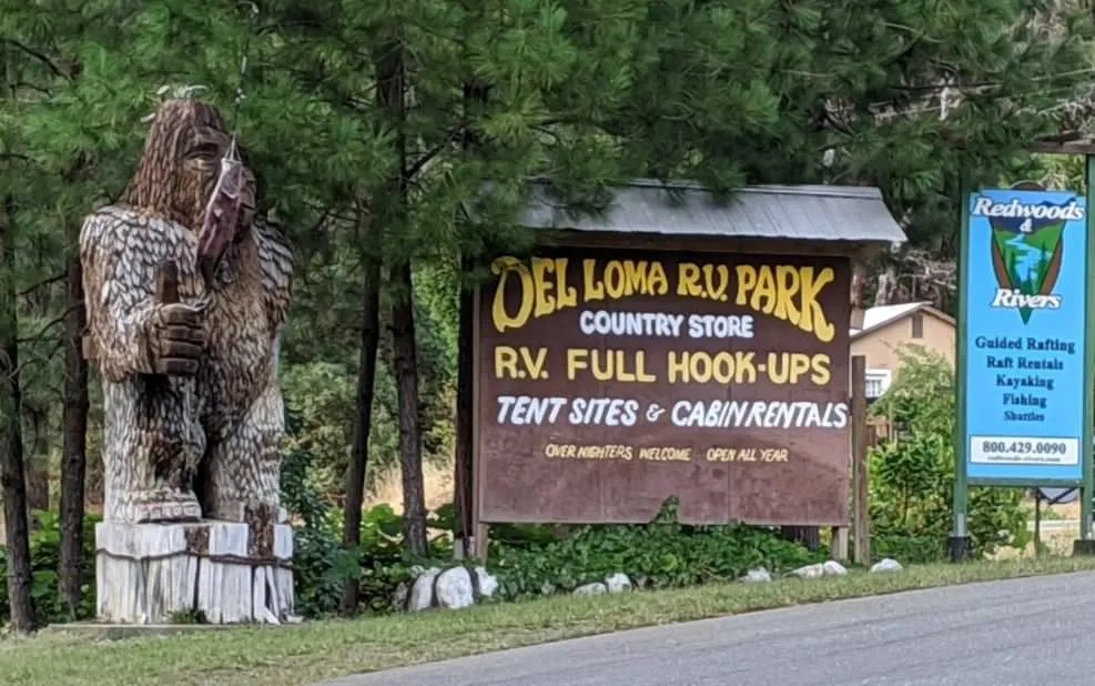 sign entrance to Del Loma RV park in CA