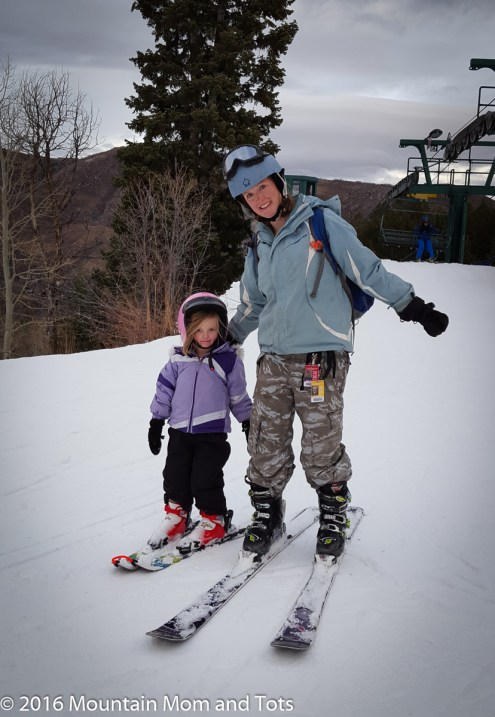 Teach kids to ski - Mom and Little G