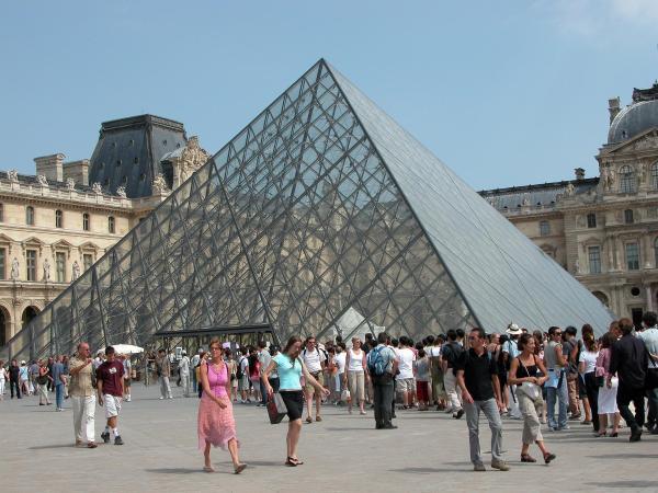 Paris Louvre 02 Entrance Pyramid