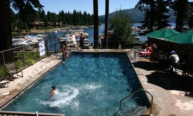 A Stay on The Peninsula Lake Almanor Knotty Pine Resort (530) 596-3348 Lake Almanor Ca Lake Side Resorts lake Almanor Lodging WebDirecting.Biz