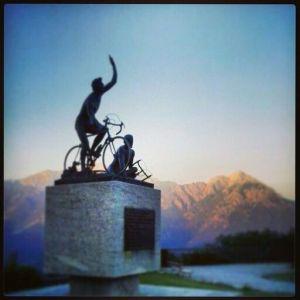 monumento-al-ciclista-al-passo-del-ghisallo
