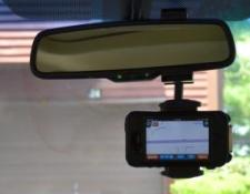 Car Mirror Mount with iPhone