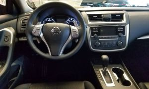 Phone, GPS and Tablet Mounts for a Nissan Altima