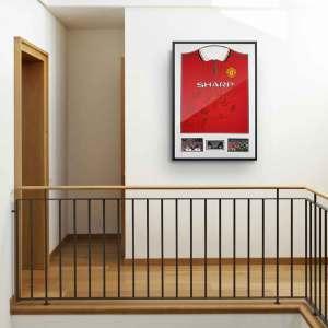 man united 1999-framed signed shirt background