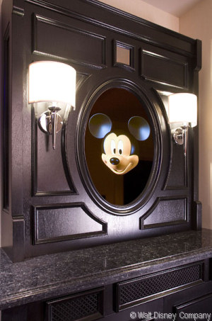MouseSaverscom  Mickey Mouse Penthouse at the Disneyland Hotel