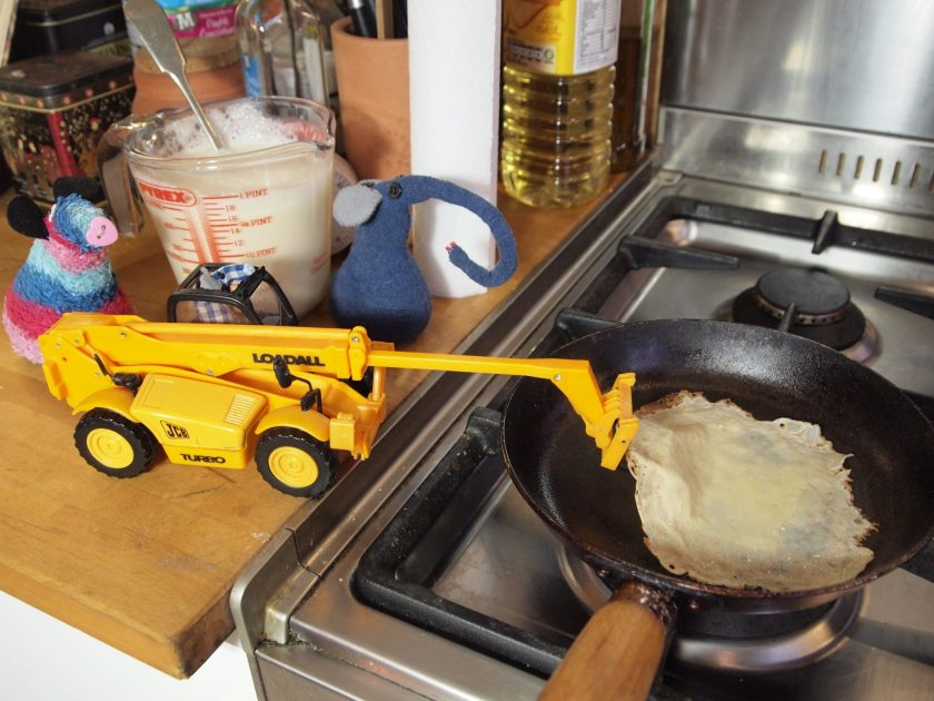 Microvaark drives his telehandler in to lift the edge of the pancake