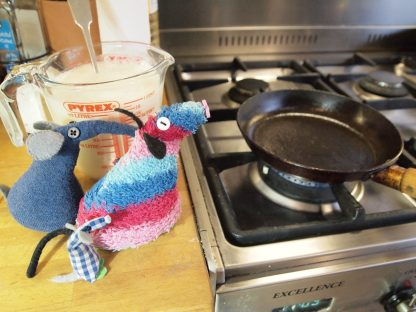 The vaarks watch a small frying pan on the hob