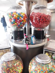 Dim and Matilda look at a bank of sweetie dispensing machines