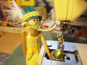 Peggy finds an egg in the sewing machine
