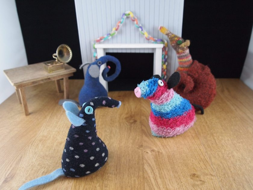 Ernest and Esther hang a paper chain over the fireplace, as Winston talks to Ratvaark