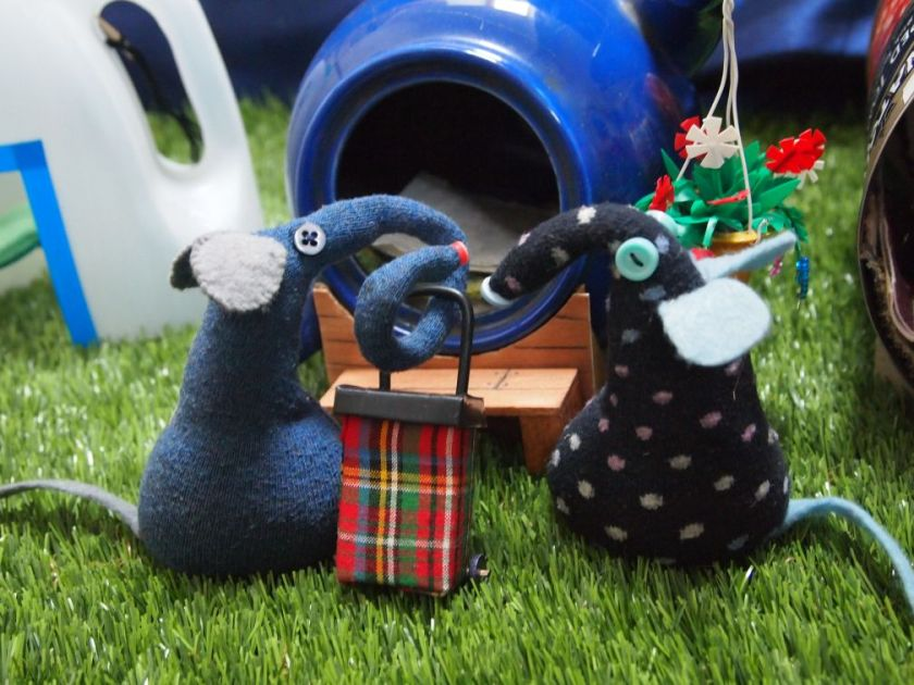 Winston shows Ernest, with his tartan shopping trolley, to the teapot pod.