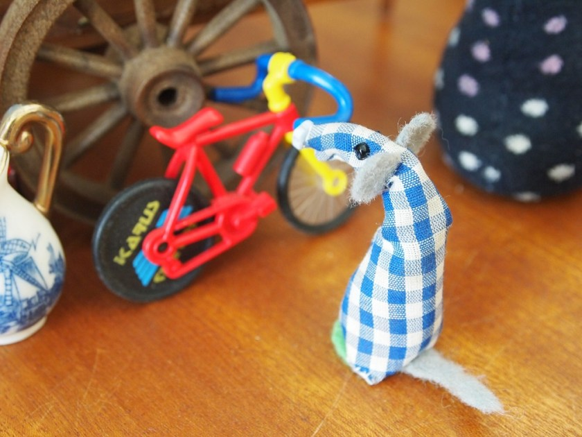 micro admires a bike on Winston's market stall