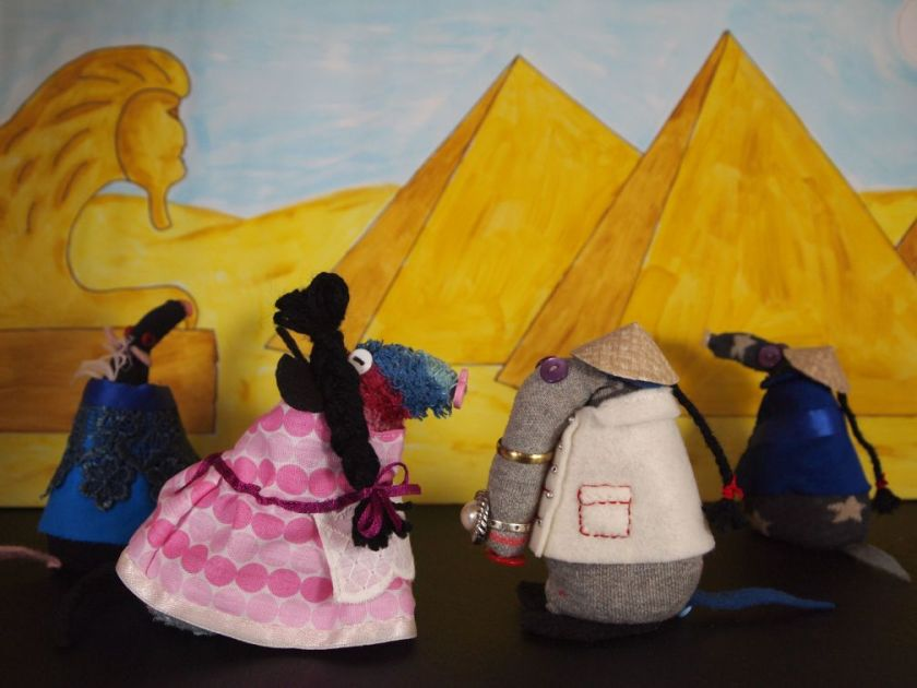 the widow, wishee, so-shi and aladdin have been transported to the pyramids in egypt