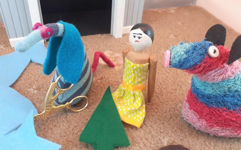 Peggy has a tree shape cut from green felt, and Ofelia cuts a star from light blue felt