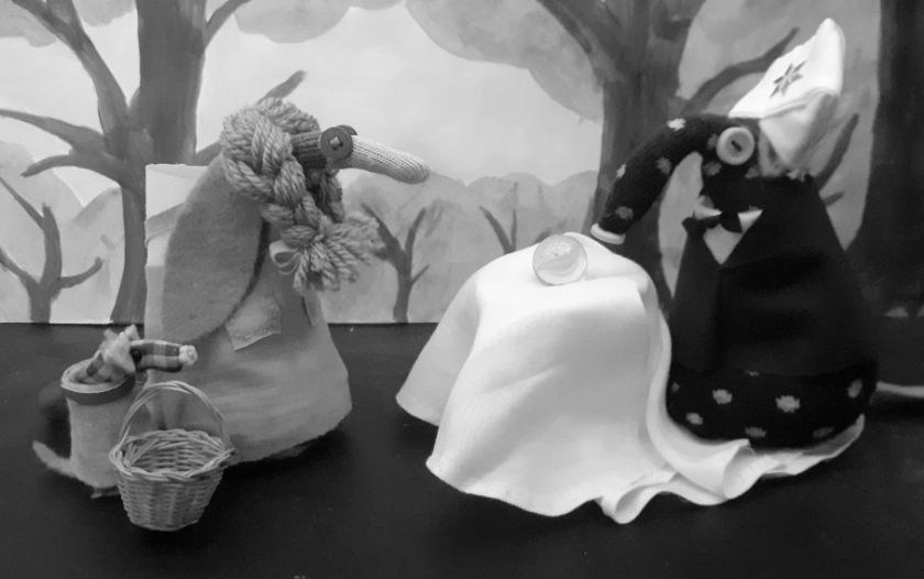 Dorothy and toto meet Winston, dressed in a suit and a turban