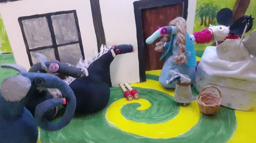 Fury, Ernest and Vincent are Munchkins, looking at the dead witch's legs