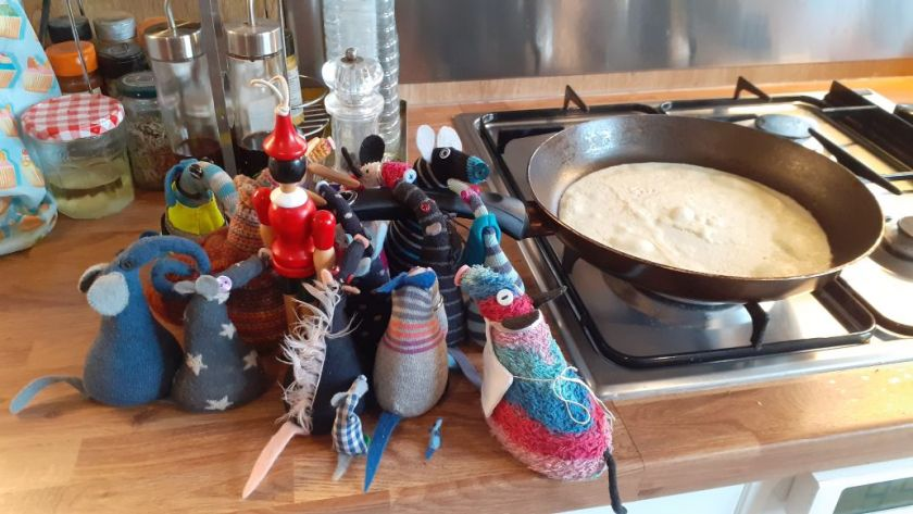All the vaarks are gathered along the handle of the pan holding on to it.