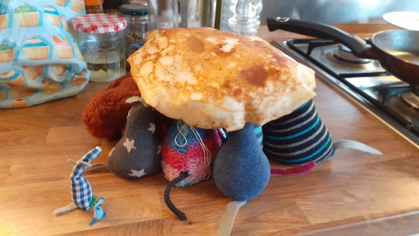 The pancake has landed over the heads of all the vaarks, except Nano and Micro.