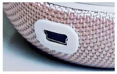 Close-up-image-of-Rose-gold-Sonicare-DiamondClean-case-showing-mini-USB-port