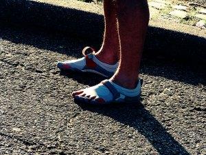Corredor en zapatillas minimalistas
