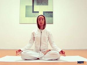 Meditando en Postura Fácil