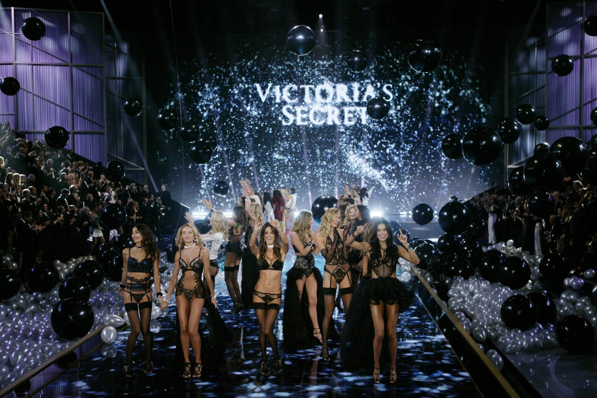 Victorias Secret revela croquis do prximo desfile  MoveNotcias