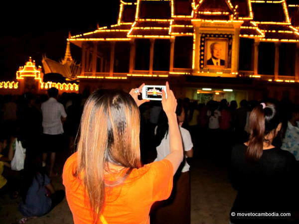 A Cambodian woman taking a photograph of the Royal Palace.