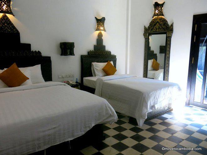 Petit Temple room interior