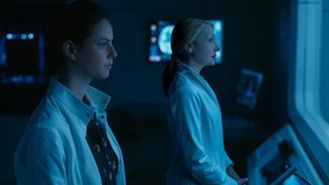 Teresa (Kaya Scodelario) and Ava Paige (Patricia Clarkson) in Maze Runner: The Death Cure
