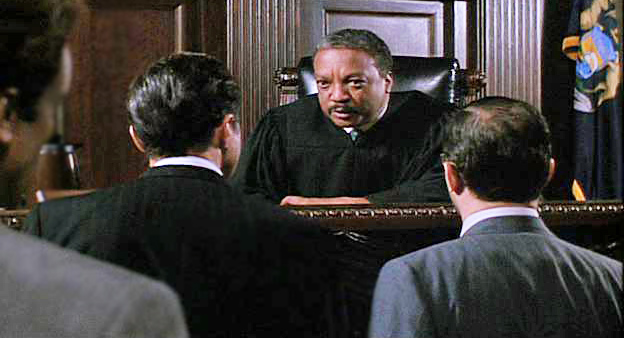 judge lyttle paul winfield in conference with the lawyers at the bench - Presumed Innocent Movie