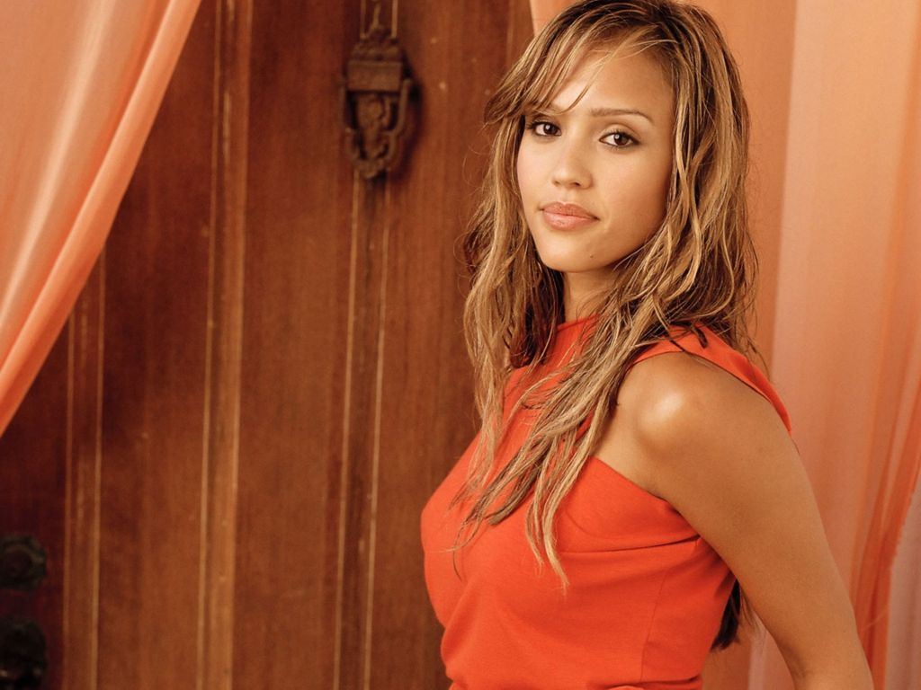 Halle Berry Cute Wallpaper Jessica Alba Hd Wallpapers Movie Hd Wallpapers