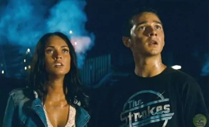 Megan Fox en Shia LaBeouf in Transformers