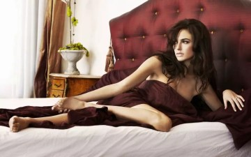 De zwoele Gal Gadot in bed