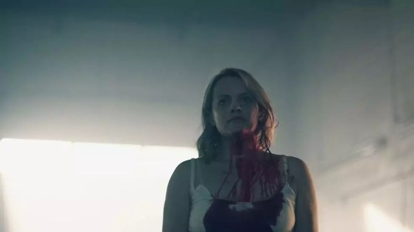 Elisabeth Moss in Handmaids Tale S2 op Proximus Movies & Series