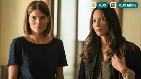 Emma Greenwell en Olivia Munn in The Rookie op Telenet Play
