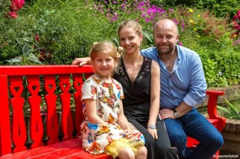 Sven De Ridder, Darya Gantura & Rosalie Charles in Red Sandra door Jan Verheyen