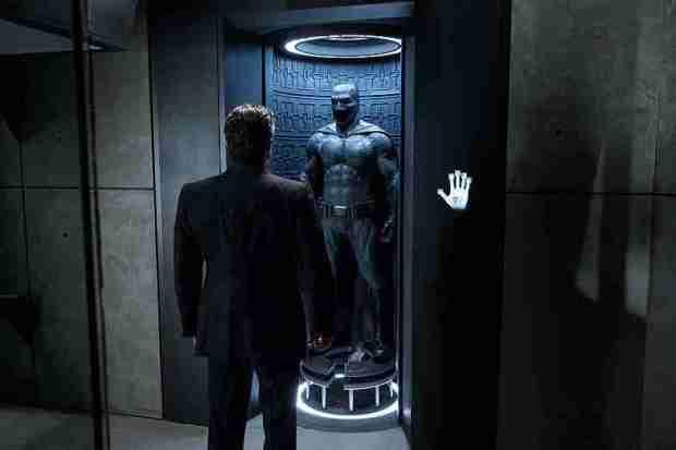 Batman-V-Superman-Dawn-of-Justice-Ben-Affleck-and-Batsuit2