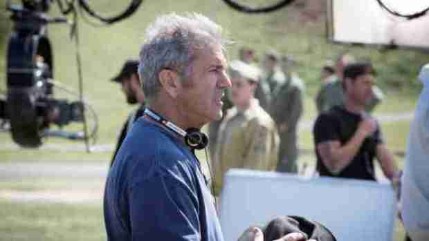 hacksaw-ridge-mel-gibson-on-set