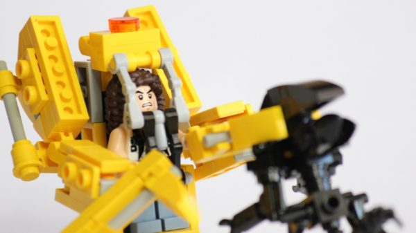 How To Build An 'Aliens' Power Loader With LEGO
